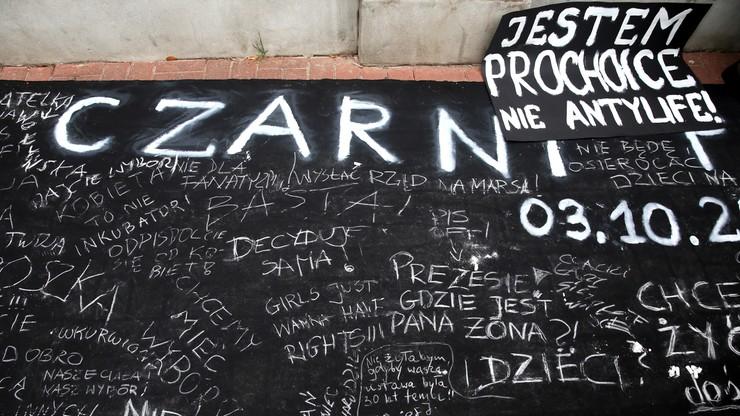 """Czterech 18-latków odpowie za zakłócanie """"czarnego protestu"""" w Warszawie"""