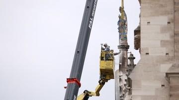 """""""Szczęśliwie kogut się odnalazł"""". Relikwiarz z iglicy Notre Dame ocalał"""