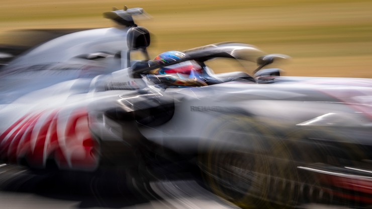 Zawodnik wykluczony z czterech wyścigów za skandaliczne zachowanie. Korzystał z telefonu podczas jazdy