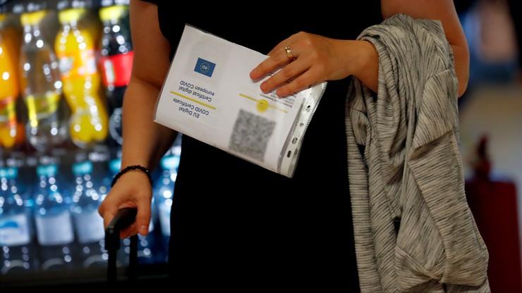 Kary za brak certyfikatu szczepień w Europie. 1800 zł we Włoszech, 5 lat za fałszowanie we Francji