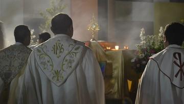 Proboszcz wprowadził kartę lojalnościową. Po niedzielnej mszy świętej zaprasza na Prosecco i chipsy