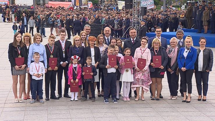 Młodzi bohaterowie odznaczeni. Medale dostali za odwagę i ratowanie ludzkiego życia