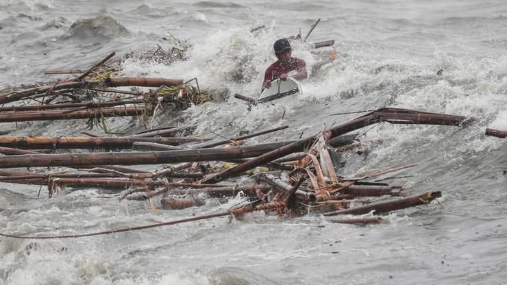 Co najmniej 12 ofiar tajfunu na Filipinach