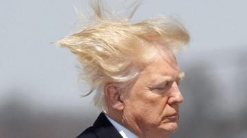Niesforna fryzura Trumpa. Prezydent USA przegrał z wiatrem