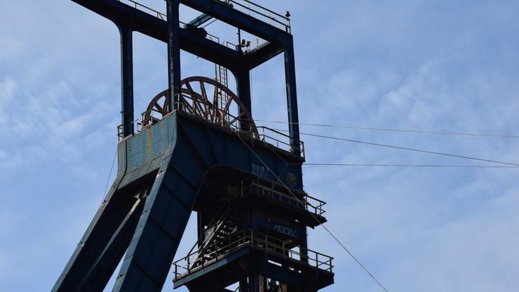 Mysłowice: przewrócono 200 ton i kawał historii. Zobacz wideo
