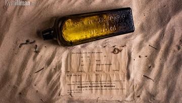 Znalazła najstarszy list w butelce. Leżał na plaży w Australii. Wiadomość ze środka ma 132 lata