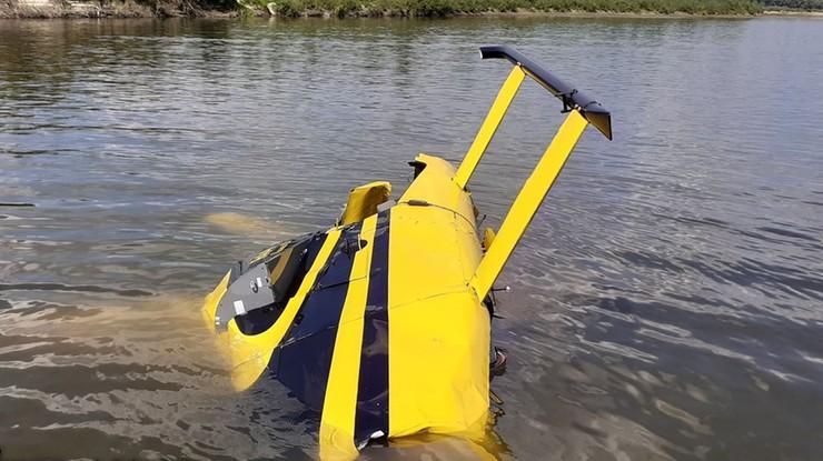 Lekki śmigłowiec Robinson R44 wpadł do Wisły niedaleko wsi Sady