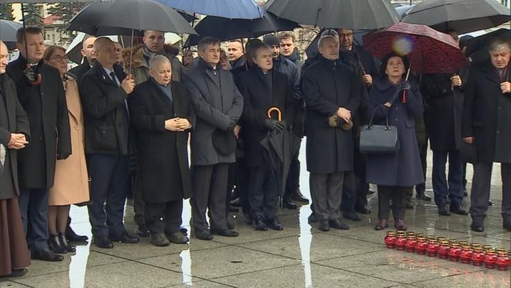 Politycy uczcili pamięć ofiar katastrofy smoleńskiej