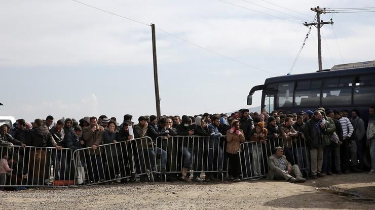 Austria chce zmusić Grecję by nie przepuszczała migrantów