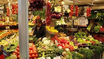 Kosmiczne ceny sałaty i szpinaku z importu. Tanieją polskie warzywa