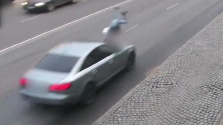 Pijana weszła wprost pod jadące auto. Wstrząsające nagranie