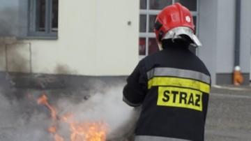 Dzieci podpaliły maseczkę. Spłonęły dwa auta