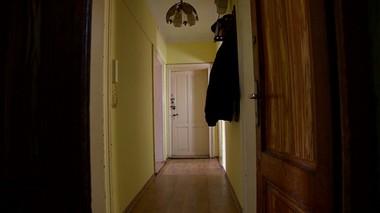 Przez mieszkanie przechodzi wspólny korytarz