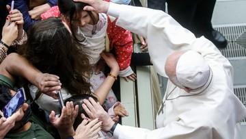 """Ksiądz molestował ją i kazał nazywać """"braciszkiem"""". Watykan publikuje list ofiary pedofila"""