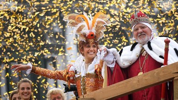 Fala turystów zalała Wenecję. Karnawałowa zabawa trwa w najlepsze