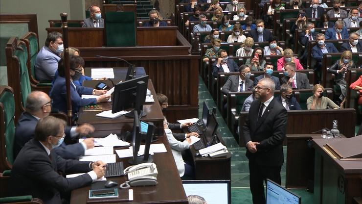 Posiedzenie Sejmu. Grzegorz Braun wykluczony z obrad za brak maseczki
