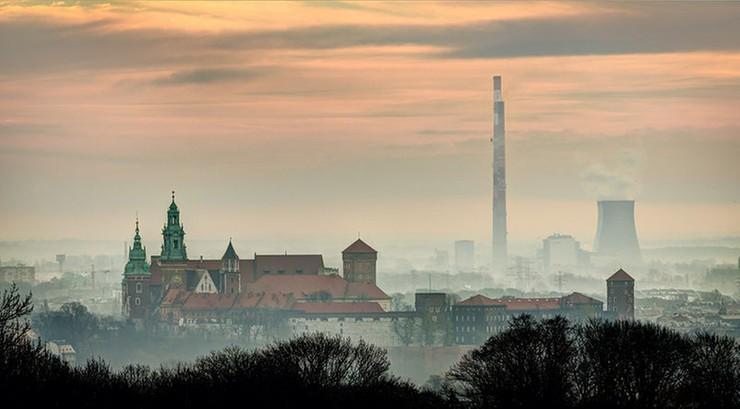 Kraków: od niedzieli całkowity zakaz palenia węglem i drewnem