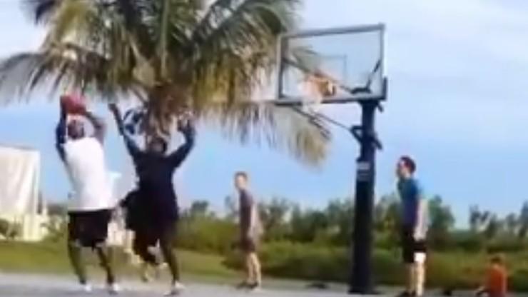 Michael Jordan dalej czaruje na boisku! I to w grze z dużo młodszymi rywalami (WIDEO)