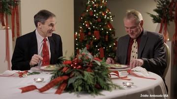 """""""Polska Wigilia jest wyjątkowa!"""" Amerykańscy dyplomaci próbują polskich potraw i składają świąteczne życzenia"""
