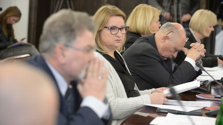 Senacka komisja za uchwałą ws. Marca '68 o takiej samej treści, jaką przyjął Sejm