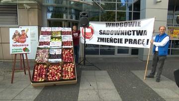 Protest sadowników przed siedzibą Biedronki
