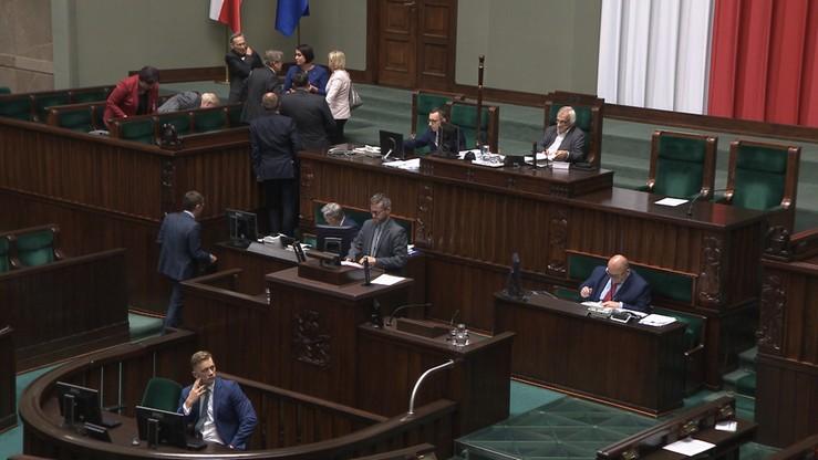 """""""System obowiązkowych szczepień łamie prawa człowieka"""". Debata w Sejmie"""