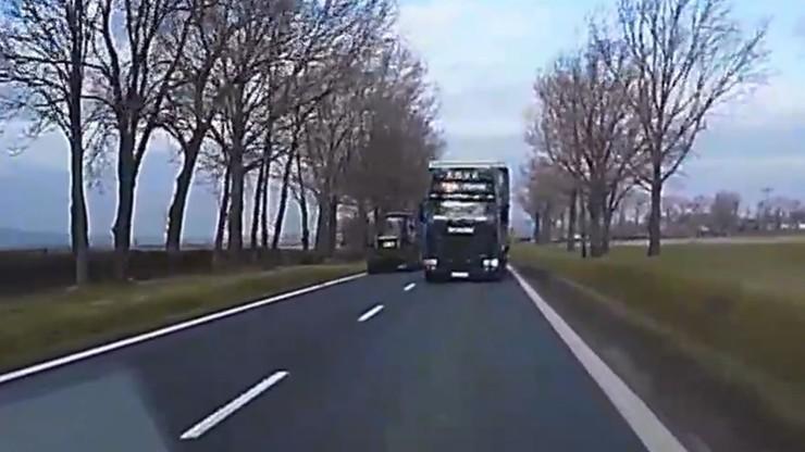 Ciężarówka wyprzedzała kolumnę samochodów. O włos od tragedii