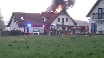 Dom jednorodzinny zapalił się po uderzeniu pioruna