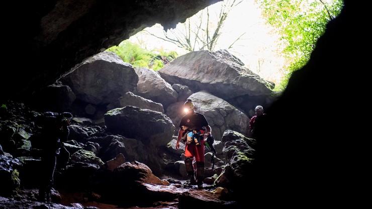 Czterech grotołazów uwięzionych w jaskini. Ratownicy górscy czekają aż opadnie woda