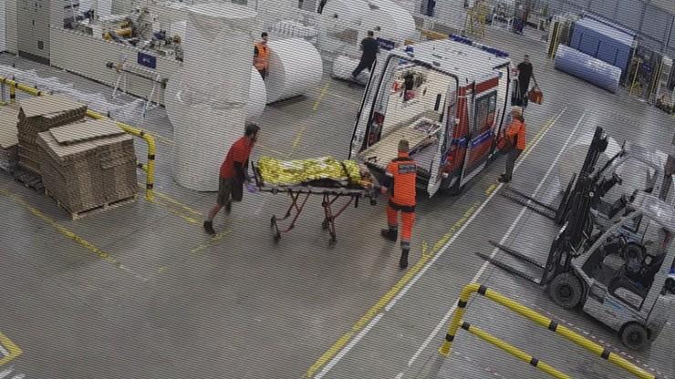 Wypadek w fabryce. Nie ma winnych wypadku w pracy, maszyna ucięła jej ręce