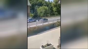 Pościg za pijanym kierowcą. Policjanci oddali starzały