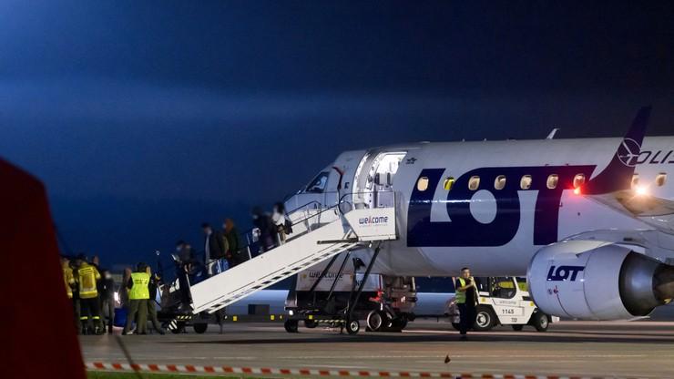 Poznań Pierwsza grupa 114 ewakuowanych Afgańczyków przyleciała do Polski z Niemiec