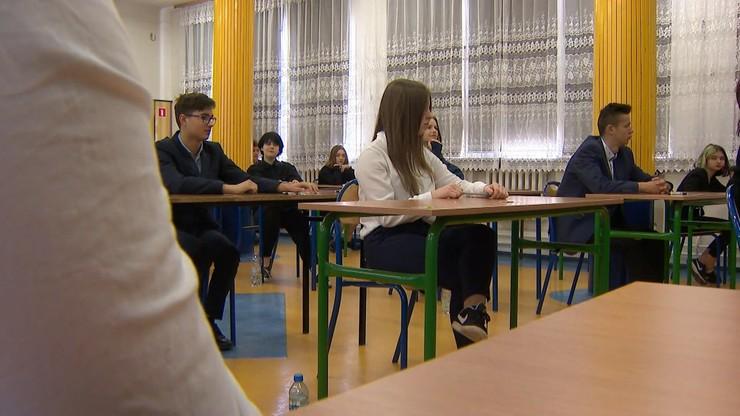 Egzamin ósmoklasisty w reżimie sanitarnym. Dziś test z języka polskiego
