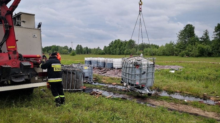 Mężczyźni  usłyszeli zarzuty przewożenia oraz składowania odpadów w sposób, w który mogło to zagrozić życiu, zdrowiu człowieka lub środowisku