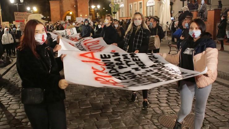 KO żąda informacji, czy były naciski, by policja siłą tłumiła protesty kobiet