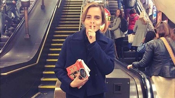 Emma Watson podrzuciła książki w londyńskim metrze