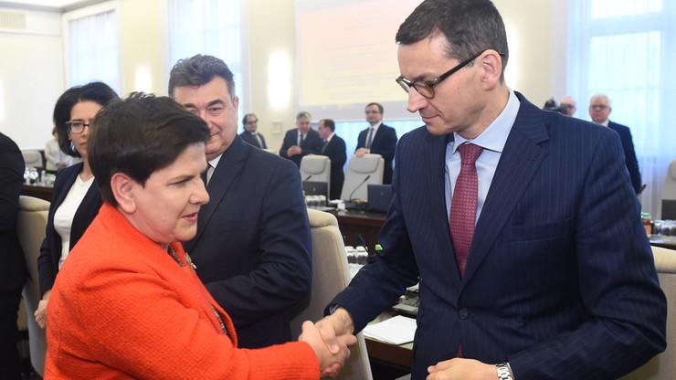 """""""Przebiegła gra prezesa PiS"""". Zagraniczne media o zmianie premiera w Polsce"""