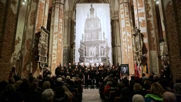 Mieszkańcy Gdańska wspominali prezydenta P. Adamowicza podczas kaszubskiej pustej nocy