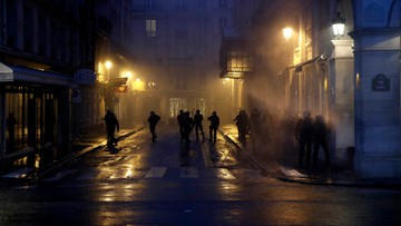 """Francja: dalsze protesty """"żółtych kamizelek"""". Przyłączyli się licealiści"""