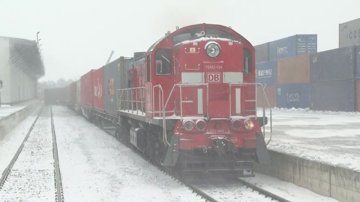 Rekordowy transport artykułów medycznych z Chin. Do Polski przyjechały pociągiem