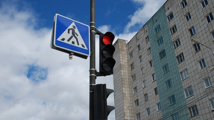 Pierwszeństwo pieszych przy wchodzeniu na pasy. Sejm poparł zmiany