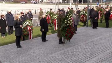 Uroczystości 11. rocznicy katastrofy smoleńskiej pod pomnikiem Lecha Kaczyńskiego