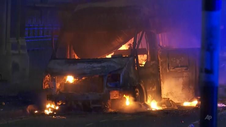 """""""Haniebne sceny"""" w Bristolu. Wielu policjantów rannych po zamieszkach"""