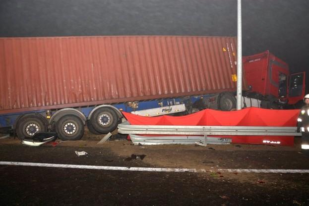 Kierowca scanii został lekko ranny. Był trzeźwy, ale wstępne badanie wykazało, że kierował pod wpływem substancji psychoaktywnych
