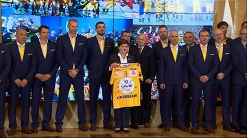 Premier dostała klubową koszulkę. Spotkanie z  piłkarzami ręcznymi Vive