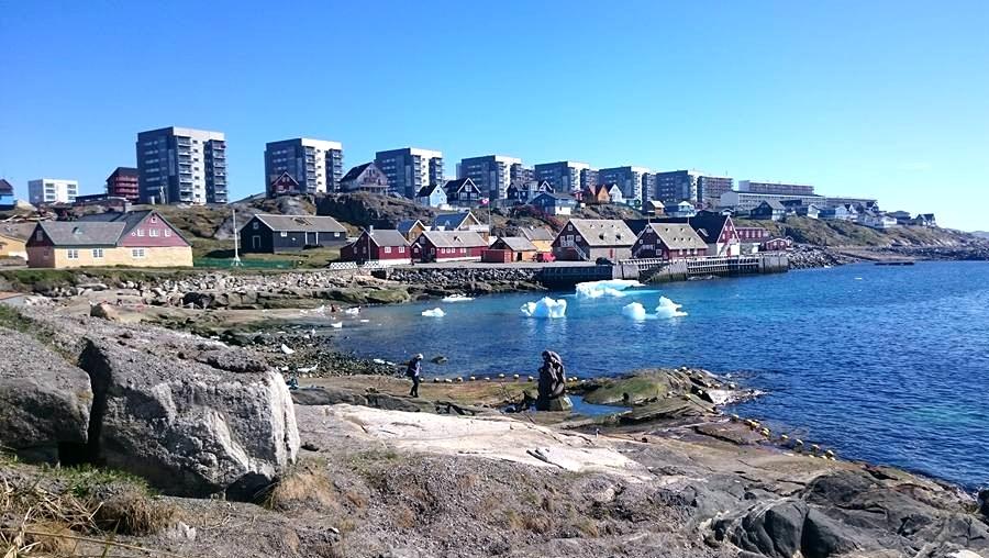 Pierwsze wieżowce mieszkalne w Nuuk, stolicy Grenlandii. Fot. balticcultures.uni-greifswald.de
