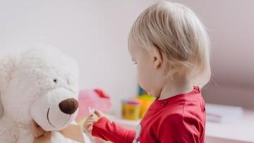 Koronawirus w rodzinie. Lekarz: dziecko często jest pierwszym zakażonym