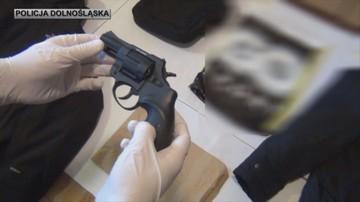 Policjanci udowodnili mężczyźnie sześć napadów z bronią. Grozi mu 15 lat więzienia