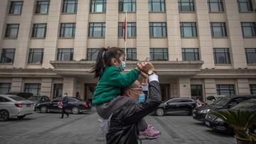 Życie w Wuhan powoli wraca do normalności, ale mieszkańcy wciąż boją się wirusa