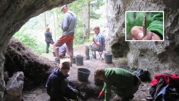 Ślady pobytu ludzi sprzed kilkunastu tysięcy lat wewnątrz Jaskini nad Huczawą. Sensacyjne odkrycie